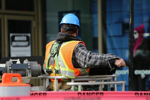Jakie dodatkowe obowiązki ciążą na pracodawcy latem?